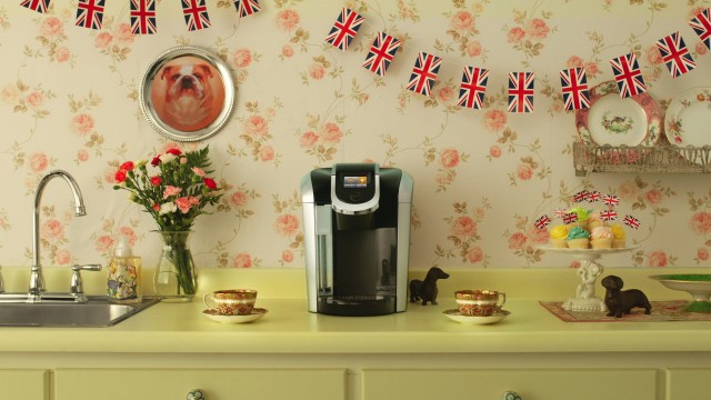 Animated images of a kitchen decorated with an English style for tea in the publicity Queen from Keurig, directed by Nicolas Fransolet with Alt productions