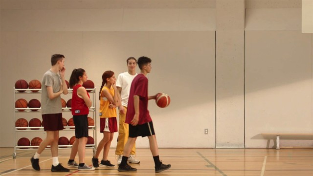 A boy makes a shot in the publicity Basketball from YMCA, directed by JF Sauvé at Alt productions